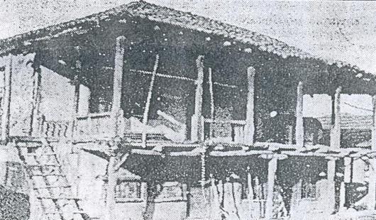 Në foto: Njëra nga ndërtesat më të vjetra, nga koha e Hanit të